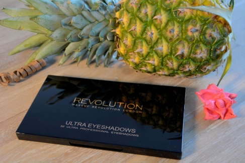 make-up-revolution-palette-miss-debby-avis